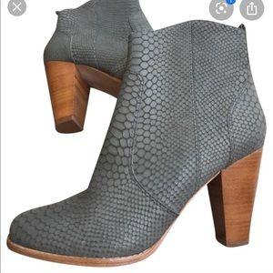 Joie | Dalton Ankle Boot Snakeskin Print Grey